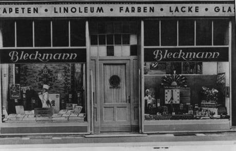 Ladengeschäft von außen (1934) Tapeten-Teppichboden Bleckmann in Duisburg