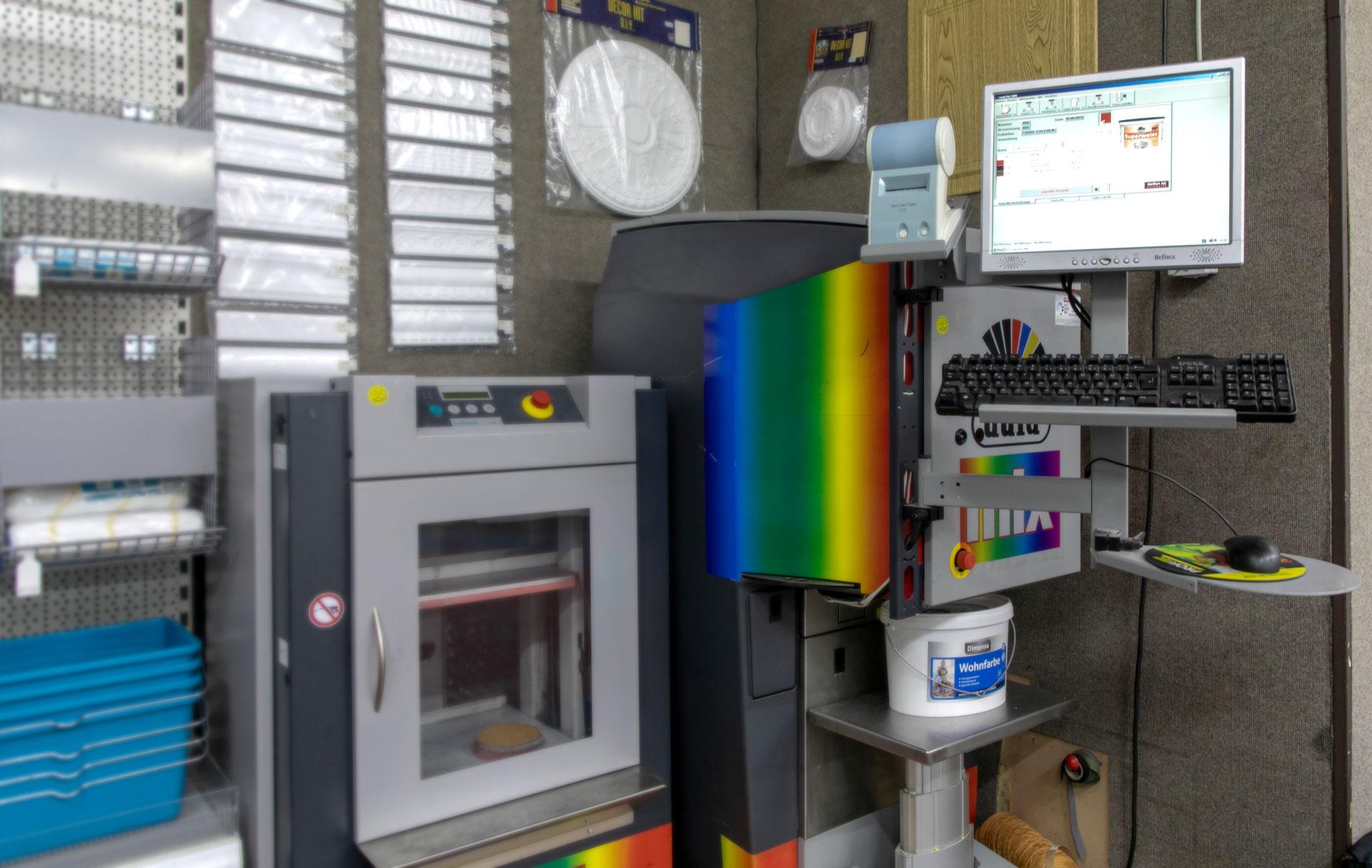 Farbmischmaschine bei Tapeten-Teppichboden Bleckmann in Duisburg